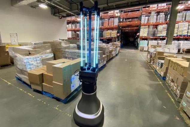 UV-C ışık sistemli robot