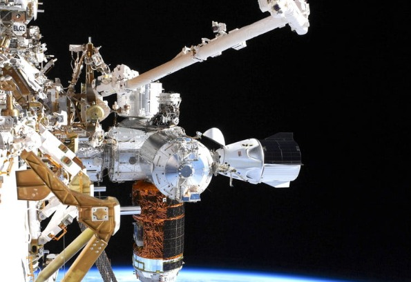 Crew Dragon ISS ile birlikte