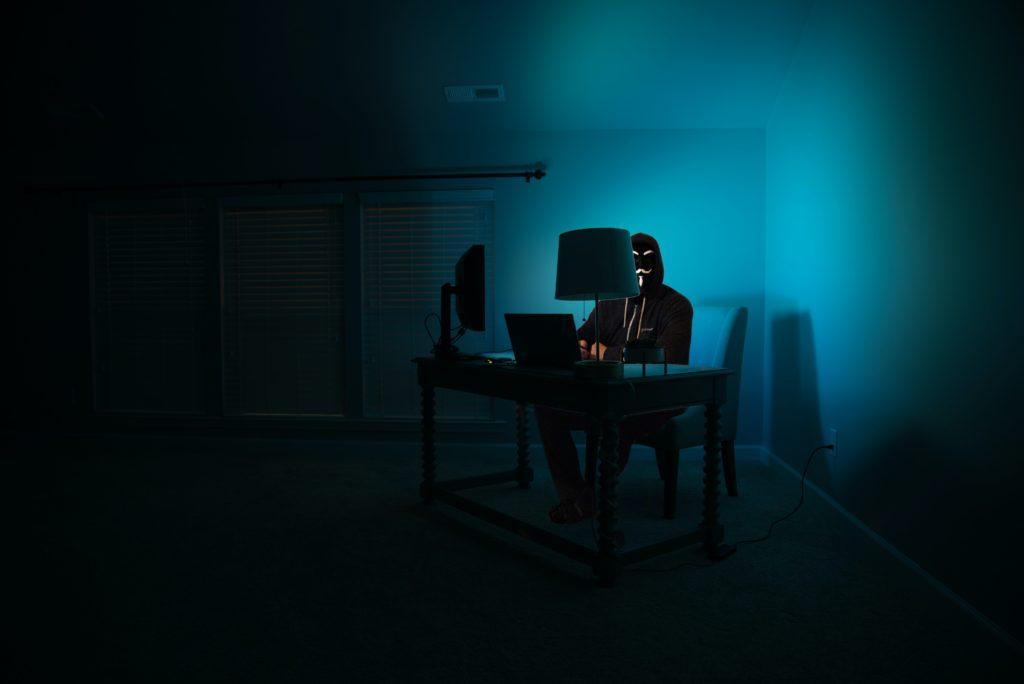 evil corp hacker grubu sembolize eden görsel
