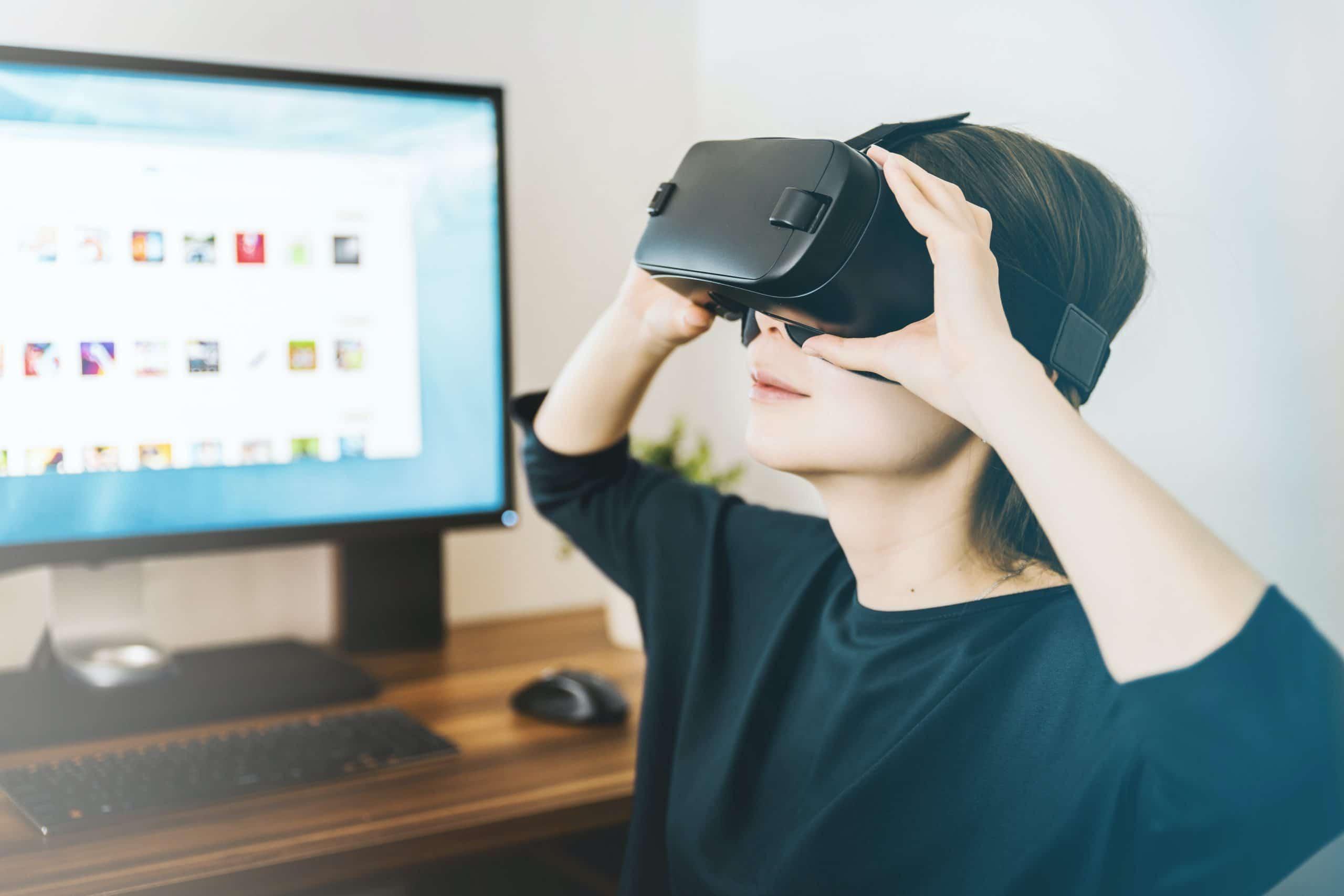 VR gözlük-takan kadın
