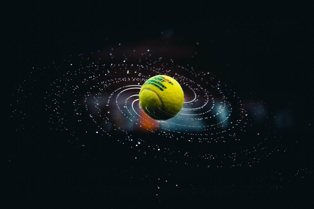 Galaksi üzerinde bir tenis topu