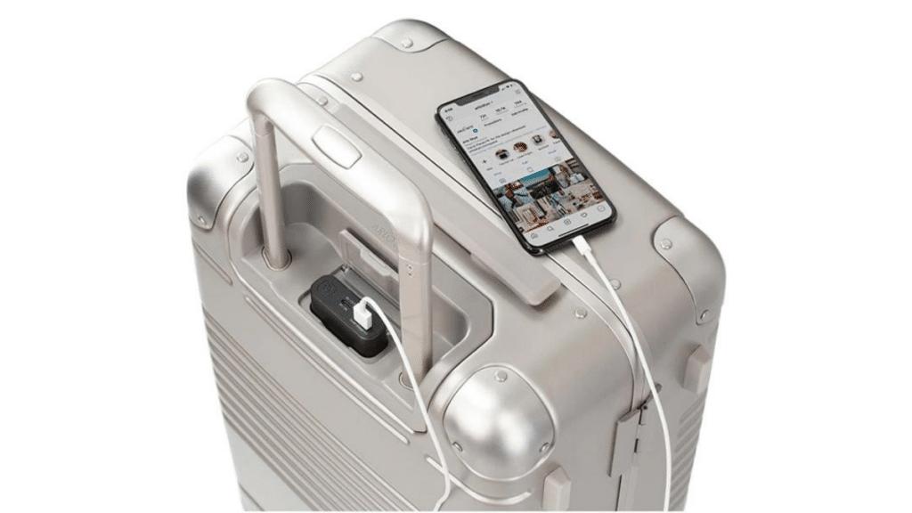 akıllı-valizlerle-cihazlar-şarj-edilebiir