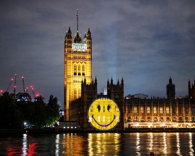 Londra Parlamento Binası emoji kutlaması