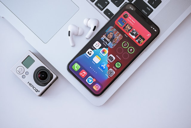 apple-airpots-iphone-shazam