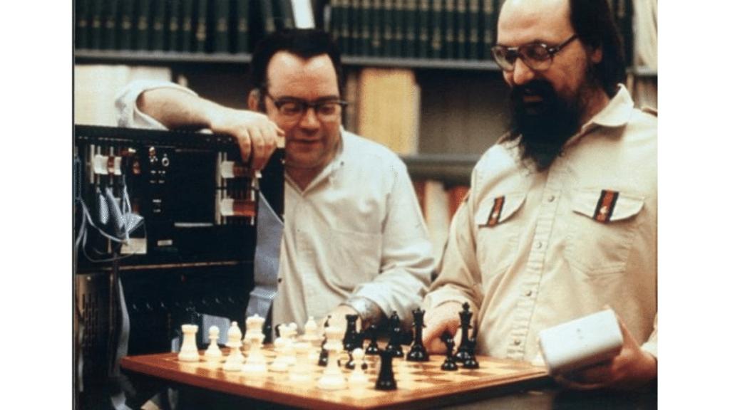 Ken Thompson ve Belle santranç bilgisayarı.