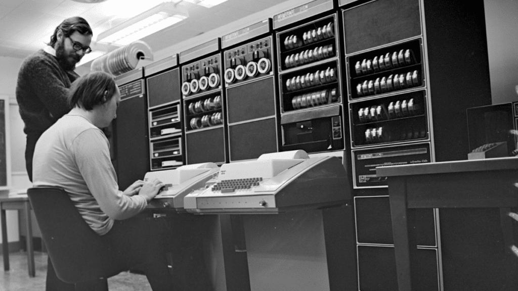 Dennis Ritchie ve Ken Thompson.