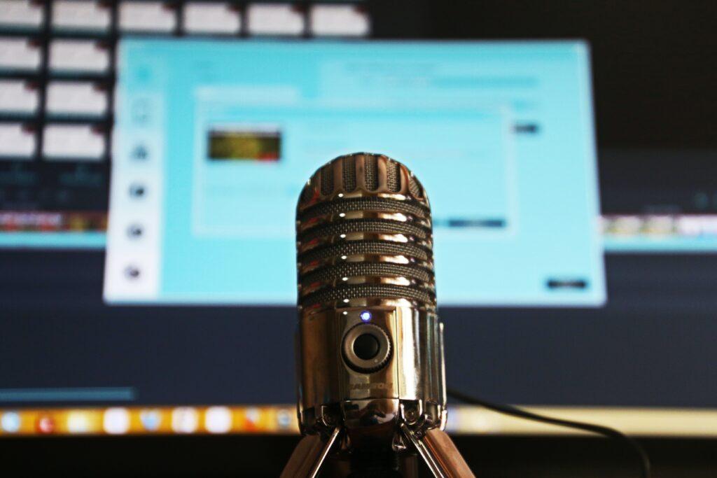 Ses düzenleme işlemi temsili. Mikrofon.