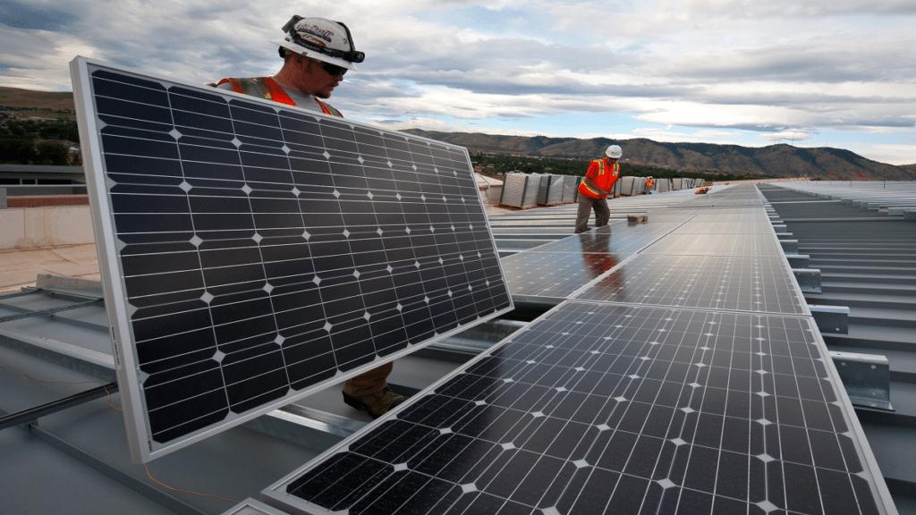 Günümüzde güneş enerjisi üretiminde kullanılan güneş panelleri