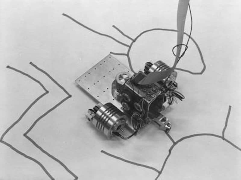 AARON programı ile çalışan ve çizim yapan cihaz