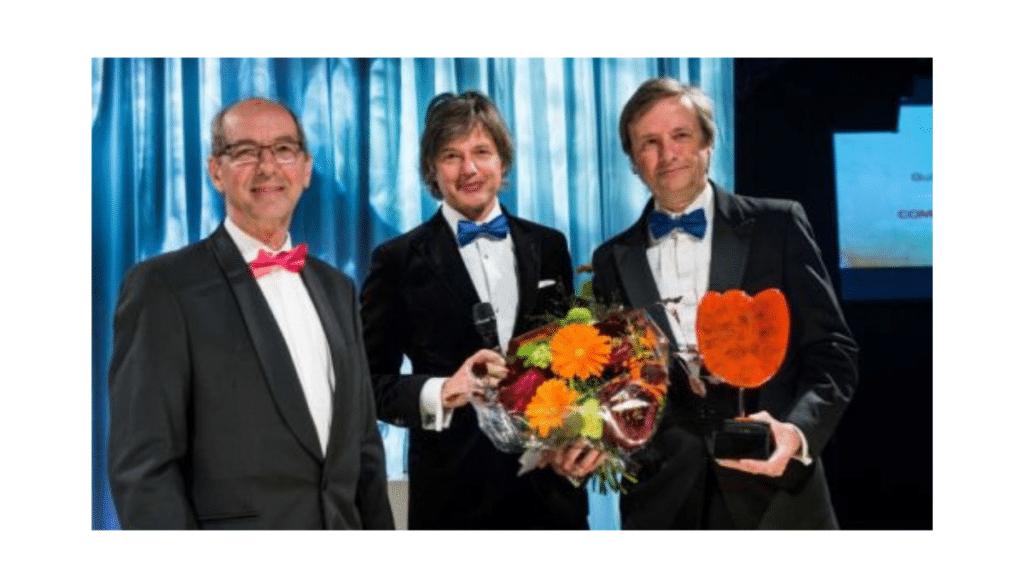 Guido van Rossum (en sağdaki) bir ödül töreninde.