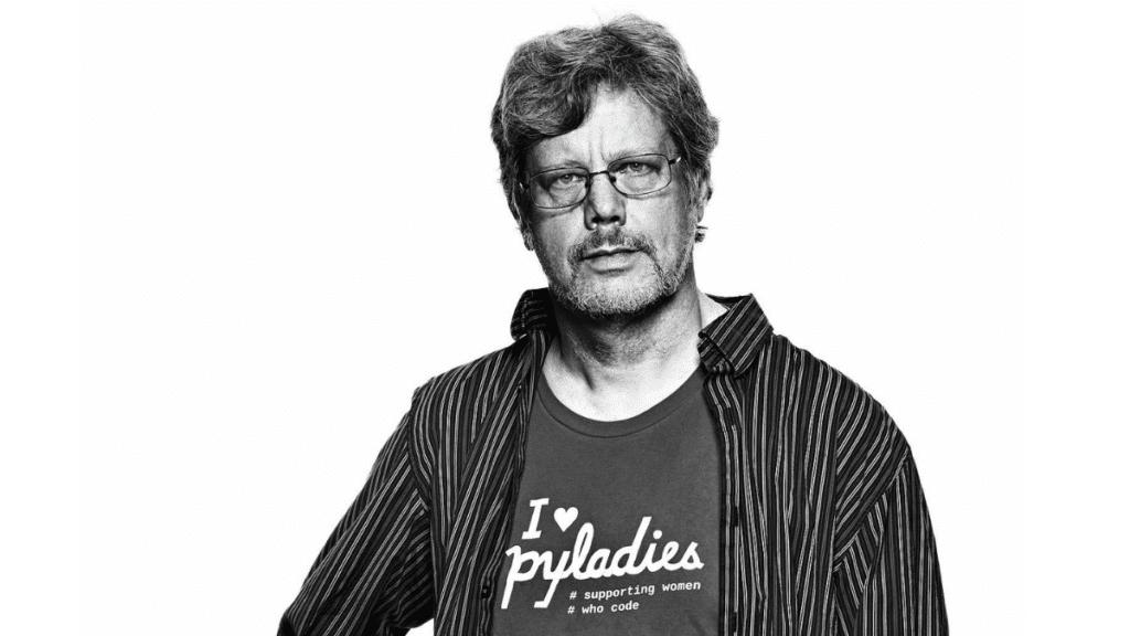 Guido van Rossum, Python programlama dilini geliştirmiştir.