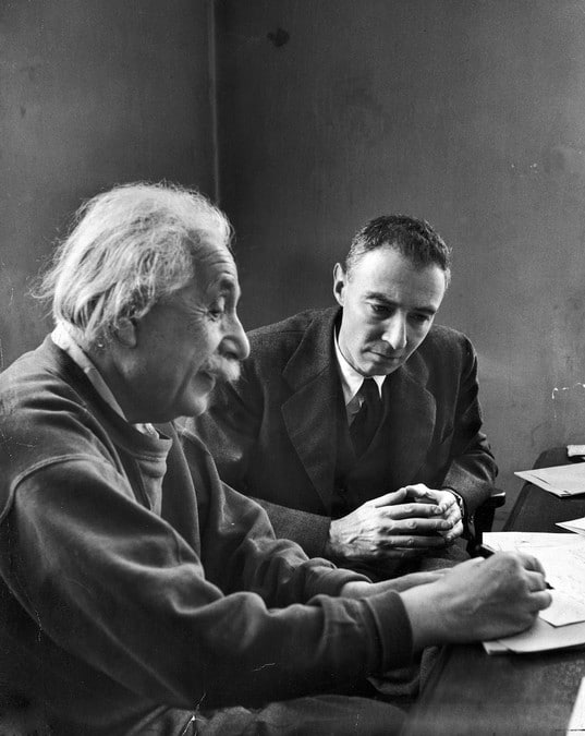 Robert Oppenheimer ve Albert Einstein