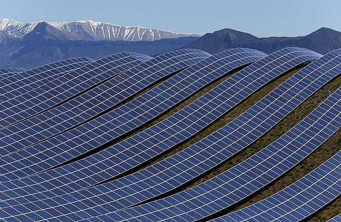 Fransa'daki Les Mées Güneş Enerjisi İstasyonu güneş enerjisi çiftlikleri