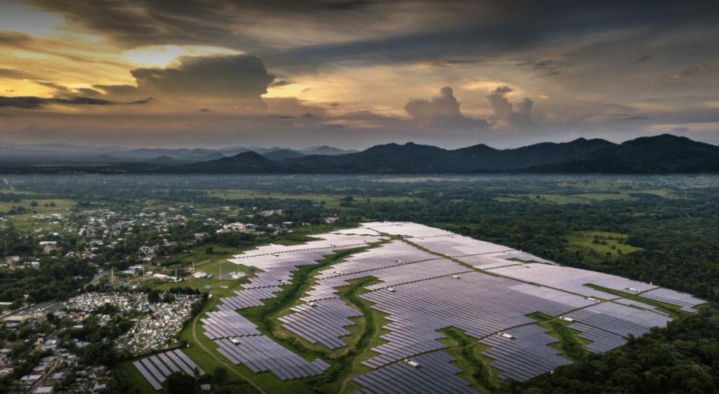 Dominik Cumhuriyeti'ndeki Monte Plata Güneş Enerjisi Çiftliği