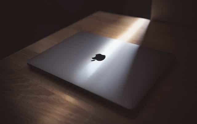 Tim Cook ve Apple
