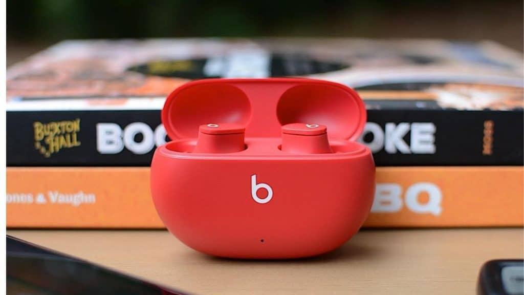 Beats Studio Buds tanıtıldı.