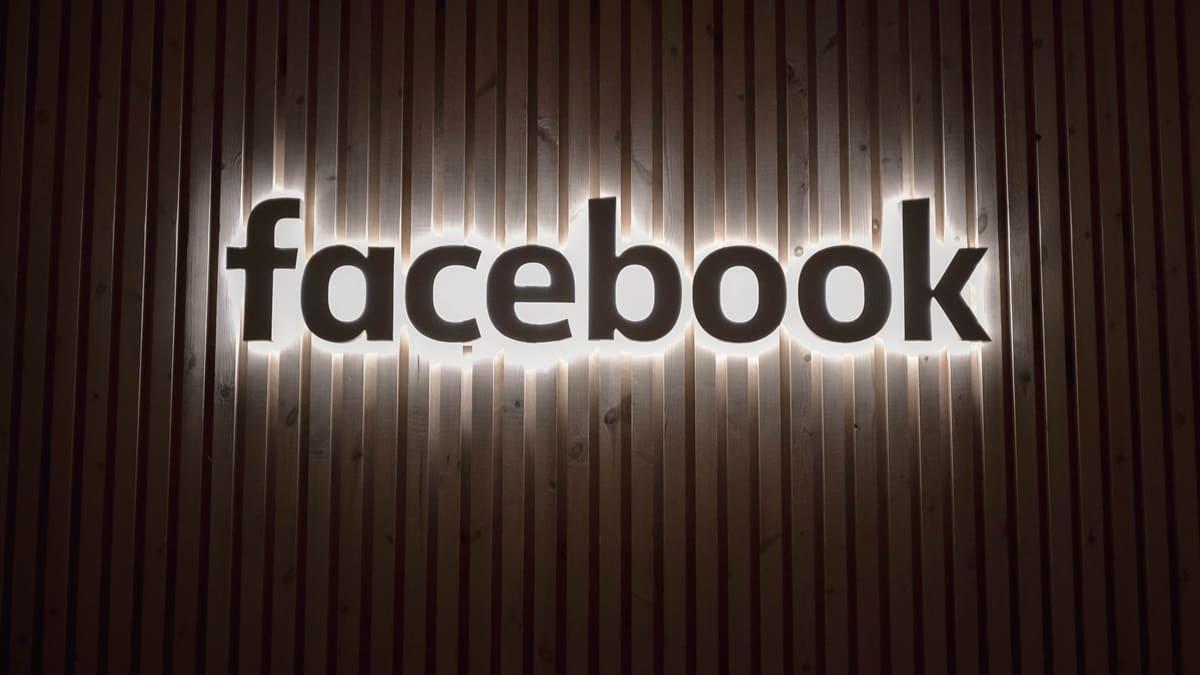 Facebook Ray-Ban ile Ortak Bir Akıllı Gözlük Geliştirecek