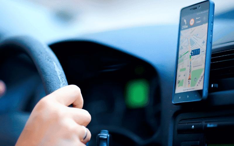 Navigasyon Uygulamaları Arabada Nasıl Çalıştırılır